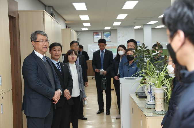 CEO visits Southeast Gyeonggi Office