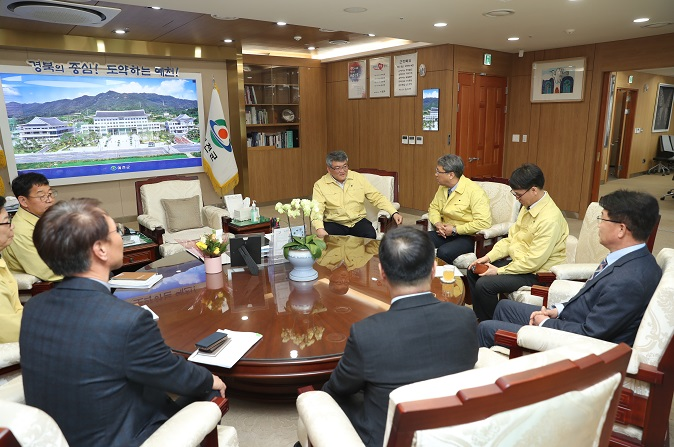 Meeting with the governor of Yecheon