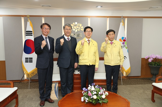 Meeting with the governor of South Chungcheong province