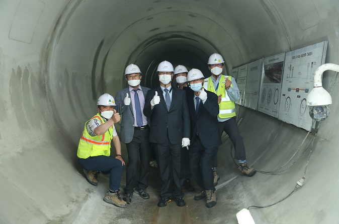 CEO visits the Juam water tunnel