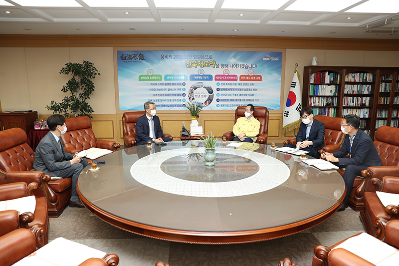 CEO meets the governor of Jeonbuk province